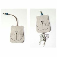 Kelly - we should totally make a lamb version :) Fabric Crafts, Sewing Crafts, Sewing Projects, Cat Crafts, Diy And Crafts, Cat Key, Key Pouch, Quilting, Key Covers