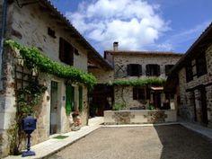 Maison rénovée avec 3 chambres, mezzanine, salle de gym, piscine et un gîte de 2 chambres - 399900€