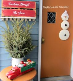Sign idea Junky, Rustic Winter Covered Patio Vignette www.organizedclutterqueen.blogspot.com