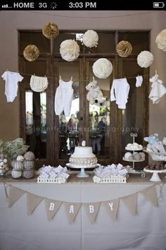 Gender neutral baby shower- Add some brown teddy bears for a teddy bear theme. Love this idea.