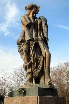 Barrio de Recoleta: Parque Thays - escultura M. Minujin. Buenos Aires, Argentina