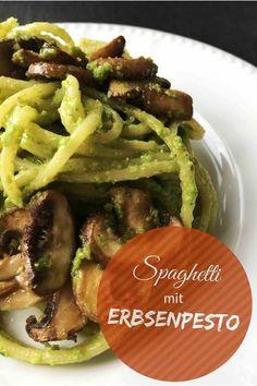 Schnell, einfach, lecker sind diese Nudeln mit Erbsenpesto und Pilzen. #pasta #nudeln #nudelrezept #vegan