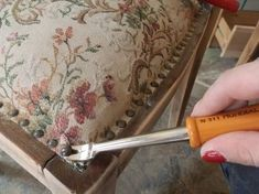 Tactics to aid you to Enhance Your own comprehension of furniture Furniture Reupholstery, Pallet Furniture, Cool Furniture, Retro Furniture Makeover, So Creative, How To Make Diy, Online Furniture, Home Renovation, Diy And Crafts