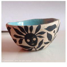 Irak stoneware bowl I  small Irak stoneware bowl decorated with engobe, glazed interior petit bol en grès Irak, décoré à l'engobe, intérieur émaillé. D. 10,5 cm, H 5,3 cm.
