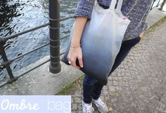 Ombre bag DIY >> by melimelo >> this bag tutorial looks to be in German, but it's almost a seamless ombre effect, so may be worth the trouble to translate! ;-)
