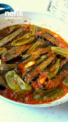 ✿ ❤ ♨ Çığırt the eggplant (Magnificent) Recipe Ingredients: 7 to 10 long, thin eggplant green peppers 4 tomatoes 5 or 6 cloves of garlic salt 1 cup water to roasting; Fast Dinner Recipes, Lunch Recipes, Baked Chicken Recipes, Beef Recipes, Turkish Recipes, Indian Food Recipes, Most Delicious Recipe, Food Garnishes, Healthy Food List