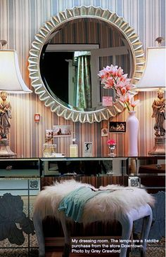 Vanity...  how badly I want to be able to sit at a cute makeup desk and get ready!