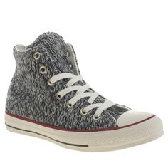 Your textured plimsoll game just took a step up with the Converse All Star Winter Knit Hi. Arriving in a navy and white knitted upper, embossed suede badge branding gives premium edge. The hi-top style is completed with the iconic rubber toe cap.