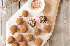 Brigadeiro (truffes de lait concentré et cacao) #recettesduqc #dessert #chocolat Biscuits, Fudge, Amaretto, Muffin, Candy, Chocolate, Tortillas, Breakfast, Desserts