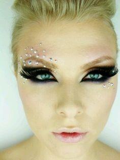 Eye makeup art using crystals and rhinestones Unique Makeup, Gorgeous Makeup, Dramatic Makeup, Dramatic Eyes, Beauty Make Up, Hair Beauty, Make Carnaval, Rhinestone Makeup, Carnival Makeup