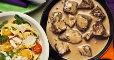 Nötytterlår i grönpepparsås, tagliatelle, bakade tomater, ruccola och parmesan Lidl, Parmesan, Stuffed Mushrooms, Vegetables, Food, Recipes, Veggies, Essen, Vegetable Recipes