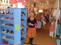 De Blauwe Ballon site | Dit is de site van kinderschoenen en kinderkleding winkel De Blauwe Ballon. We zijn te vinden op de Kleiweg in Schiebroek, Rotterdam. Rotterdam, Site, Ballon, Second Hand, Shoe Rack, Summer Dresses, Fashion, Summer Sundresses, Moda