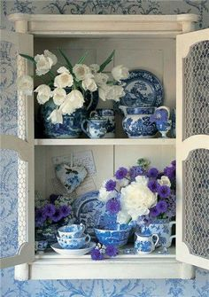 Going to start collecting these blue and white china cups & bowls! Love them! <3