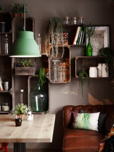 In LOVE with the vibe of this room. Im gping to have shelves like that one day :)