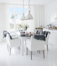 Interior: Amusing Minimalist White Scandinavian Style Kitchen With Dinning Table Set Ideas White Furniture Classic Pendant Lamp Grey Fur Chair Runner: Wonderful Scandinavian Kitchen Ideas Home Interior, Interior Decorating, Interior Design, Interior Modern, Kitchen Interior, Appartement Design, Scandinavian Kitchen, Scandinavian Style, Scandinavian Apartment