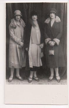 Vintage Postcard Helen Queen of Romania, Princesses Elisabeth & Irene of Greece