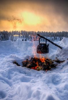Having winter campfires in northern Finland - Visiting Finland in Winter: Top 15 Winter Activities i Winter Camping, Go Camping, Camping Hacks, Camping Hammock, Family Camping, Camping Activities, Winter Activities, Winter Szenen, Winter Time
