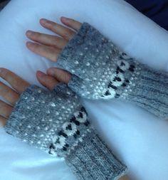 Image_small2 Knitted Mittens Pattern, Fair Isle Knitting Patterns, Fingerless Gloves Knitted, Knit Mittens, Knitted Hats, Hat Patterns, Stitch Patterns, Knitting Socks, Hand Knitting