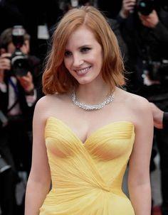 Le-carre-long-de-Jessica-Chasatin-au-Festival-de-Cannes-2016