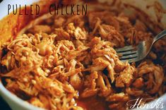 Pulled chicken eli nyhtökana Lamb Shanks Slow Cooker, Parmesan Crusted Chicken, Hot Dog Recipes, Pulled Chicken, Holiday Recipes, Macaroni And Cheese, Bbq, Clean Eating, Good Food