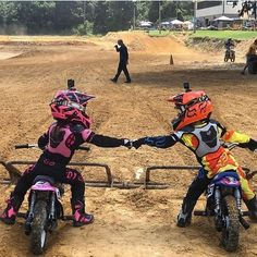 Couple Dirt Bike, Couple Motocross, Motorcycle Baby, Motocross Girls, Dirt Bike Girl, Girl Dirtbike, Fille Et Dirt Bike, Cool Dirt Bikes, Motorcross Bike