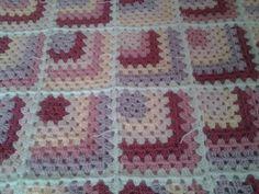 COUVERTURE PLAID NAISSANCE GRANNY BEBE AU CROCHET : Puériculture par passion-crochet-974