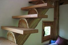 Using a full log with cut outs to support stairs.  Looks pretty cool.