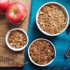 vegan, healthy apple and pear crumble / pie with muesli  perfect for breakfast, brunch or desert!  Recipe at theveggieblackboa...