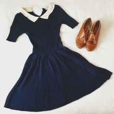 -Simple gathered circle skirt (fuller than photo) -Waist band  -Fitted waist -Peter Pan collar  -Gathered sleeves  -Buttons down the back