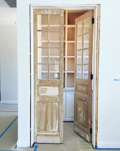 ideas for farmhouse kitchen vintage pantry doors Vintage Doors, Antique Doors, Old Doors, Front Doors, Pantry Laundry Room, Farmhouse Laundry Room, Farmhouse Style, Küchen Design, Door Design