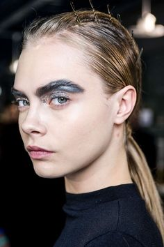 beauty-student:  Great use of colour on the brow bone instead of a light reflecting product. Changing up the rules.