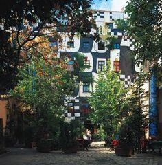 Hundertwasser building in Vienna- so amazing