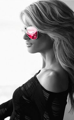 e86e1ee6c725 I pinned this photos becauae I love the pink sunglass ..I would to have