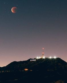 Night Aesthetic, City Aesthetic, Travel Aesthetic, Aesthetic Vintage, Los Angeles Wallpaper, Hollywood Sign, Beautiful Places, Beautiful Pictures, Polaroid
