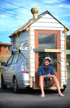 Toyota Prius Motorhome: A young Australian landscaper named James Lawler built a tiny house on the back of his Toyota Prius instead of buying a traditional camper van. Toyota Prius, Kombi Motorhome, Mini Motorhome, Toyota Motorhome, Toyota Camper, Motorhome Travels, Tiny Home Cost, Materiel Camping, Kombi Home