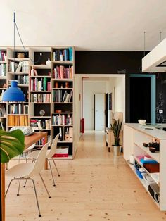 Articles about nhr apartment gut gut. Dwell is a platform for anyone to write about design and architecture. Black Accent Walls, Black Walls, Küchen Design, House Design, Modern Design, Floor To Ceiling Bookshelves, Floor Ceiling, Sweet Home, Interior Architecture