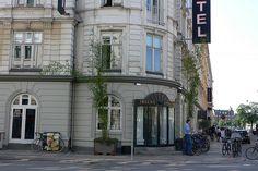 Quais são as necessidades especiais dos pequenos hotéis em se tratando de marketing e RP?