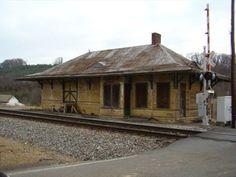 Abandoned Train Depot - Chuckey, Tennessee - Train Stations/Depots on Waymarking.com