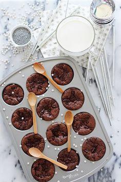 Minimum malzemeyle maksimum lezzet! :)  Brownie aşıklarına sesleniyorum: bu muffinlere aşık olacaksınız! Fırından yükselen baş döndürücü...