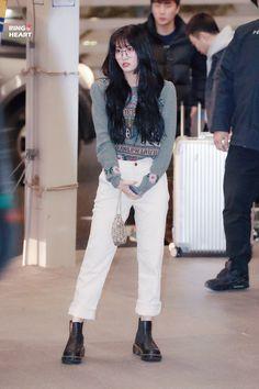 Kpop Outfits, Girl Outfits, Cute Outfits, Fashion Outfits, Airport Outfits, Kpop Fashion, Asian Fashion, Girl Fashion, Curvy Fashion