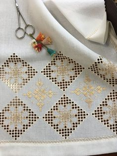 Christmas Embroidery Patterns, Embroidery Patterns Free, Embroidery Stitches, Hand Embroidery, Cross Stitch Patterns, Crochet Tablecloth, Crochet Doilies, Sewing Case, Crochet Twist