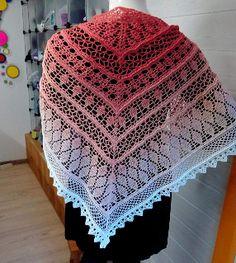 Edlo Häkeltuch Nach dem genialen Design von Morben Design, handgearbeitet in der komfortablen Größe von 190cm x 90cm aus Farbverlaufswolle BW/Acryl Mischung. Auch als Halstuch wunderbar geeignet. Maschinenwaschbar im Schongang. KEINEN Weichspüler verwenden. Blanket, Crochet, Design, Handarbeit, Colors, Nice Asses, Chrochet, Crocheting, Blankets