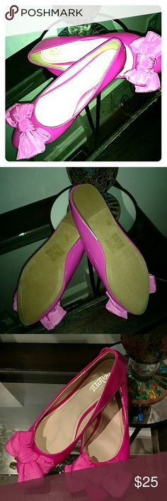💗Sz 8 Relent brand hot pink patent leather flats NWOT never been worn! Sz 8 Relent brand hot pink patent leather with bows. Really cute ?? Relent Shoes Flats & Loafers