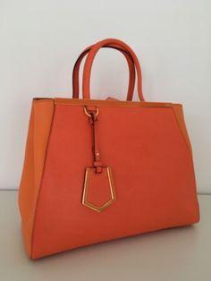 Ich habe gerade einen neuen Artikel zum Verkauf eingestellt : Lederhandtasche Fendi 1 100,00 € https://www.videdressing.de/lederhandtaschen/fendi/p-6895597.html?utm_source=pinterest&utm_medium=pinterest_share&utm_campaign=DE_Damen_Taschen_Ledertaschen_6895597_pinterest_share