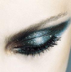 Eye make up. It's almost as good as the perfect pair of heels Glitter Eye Makeup, Smokey Eye Makeup, Smoky Eye, Eyeshadow Makeup, Makeup Tips, Beauty Makeup, Hair Makeup, Makeup Ideas, Nail Ideas