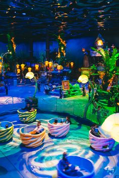 """Epic snacks at DisneySea Everything I'd heard about Tokyo Disney's snack situation before coming to Japan (""""mythic,"""" """"delicious,"""" """"kawaii,"""" """"ex… Disneyland World, Tokyo Disneyland, Disneysea Tokyo, Tokyo Disney Sea, Aquarium Design, Disney Aesthetic, Indoor Playground, Amusement Park, Disney Parks"""