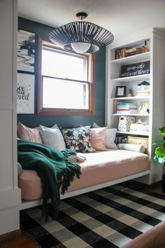 Reading Nook with Built in Bookshelves Cozy Small Bedrooms, Small Apartment Bedrooms, Small Master Bedroom, Small Apartment Decorating, Small Rooms, Small Apartments, Apartment Living, Small Spaces, Apartment Therapy