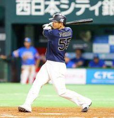 3回表オリックス2死満塁、T-岡田は右中間に満塁本塁打を放つ(撮影・梅根麻紀)