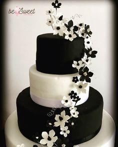 Torta fiori bianche e neri