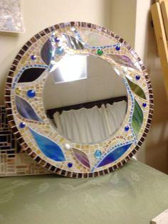 Mirror Mosaic Tile Art, Mosaic Mirrors, Mirror Tiles, Mosaic Crafts, Stone Mosaic, Mosaic Glass, Mirror Lamp, Oval Mirror, Mosaic Designs